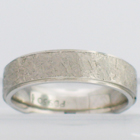 palladium dropped-edge band with texturing hammered finish