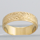 14 Karat Yellow gold dropped-edge flat band with flower pattern